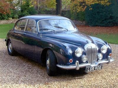 Lot 4-1968 Daimler V8-250