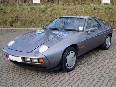 Lot 1-1986 Porsche 928 S2