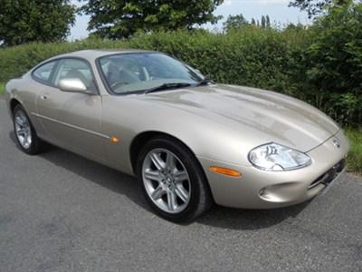 Lot 8-1998 Jaguar XK8 Coupe