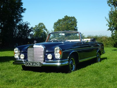 Lot 120-1964 Mercedes-Benz 300 SE Cabriolet