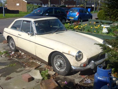Lot 3 - 1965 MG B GT