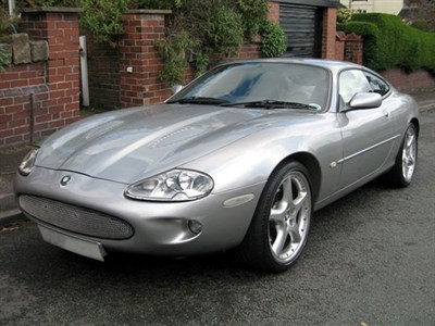 Lot 72-1999 Jaguar XK8 Coupe