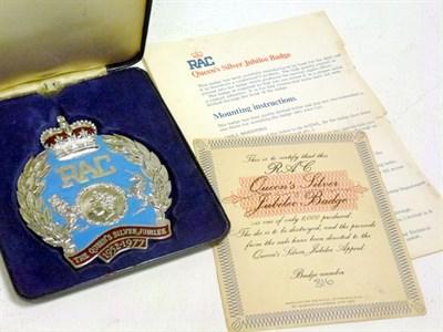 Lot 57 - A Queen's Silver Jubilee Badge