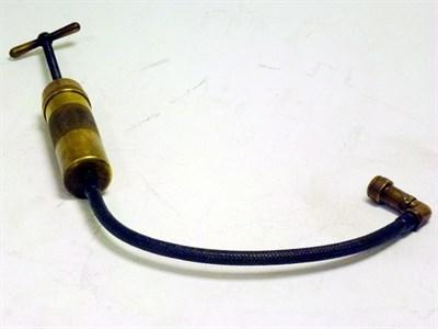Lot 75 - An Enots Oil Gun
