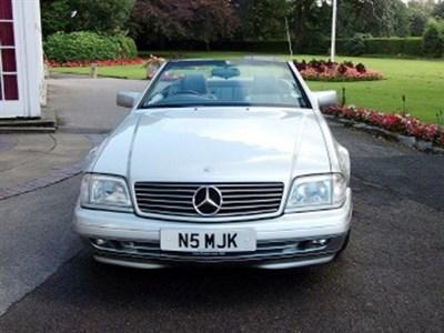 Lot 18-1996 Mercedes-Benz SL 280