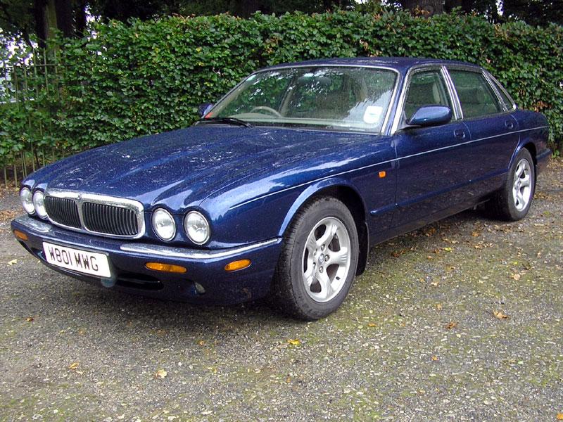Lot 87 - 2000 Jaguar XJ8 4.0