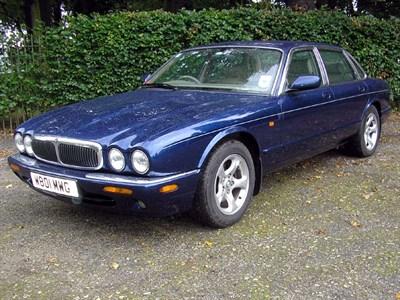 Lot 87-2000 Jaguar XJ8 4.0