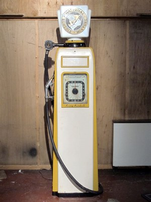 Lot 95-Avery Hardol Electric Petrol Pump (R)