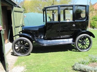 Lot 8 - 1923 Ford Model T Centre-Door Sedan