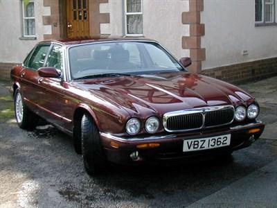 Lot 9 - 1998 Jaguar XJ8 3.2