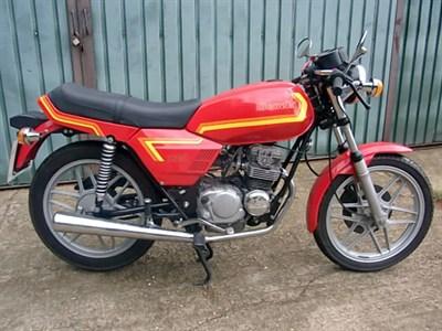 Lot 77-1982 Benelli 124
