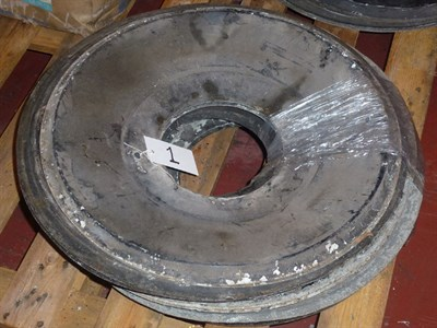 Lot 400 - A Quantity of Rolls-Royce Hubcaps