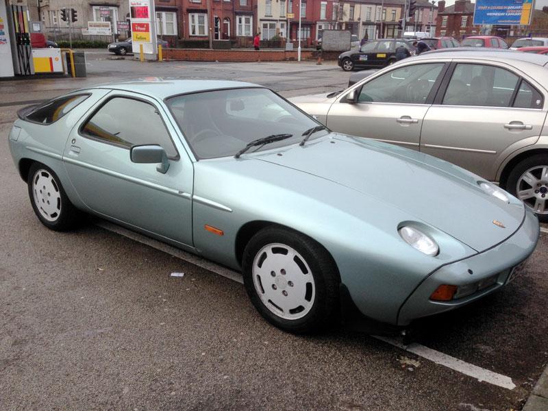Lot 4 - 1984 Porsche 928 S2