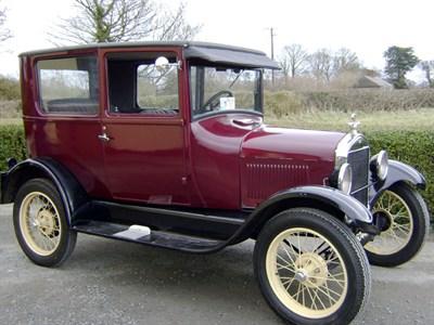Lot 69 - 1927 Ford Model T Saloon