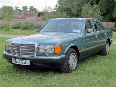 Lot 28-1989 Mercedes-Benz 300 SE