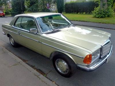 Lot 58-1985 Mercedes-Benz 230 CE
