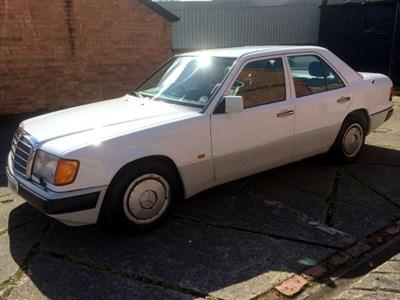 Lot 78-1991 Mercedes-Benz 230 E