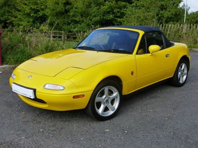 Lot 10-1995 Mazda MX-5 California