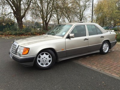 Lot 20-1992 Mercedes-Benz 300 E