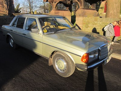 Lot 29-1985 Mercedes-Benz 230 E