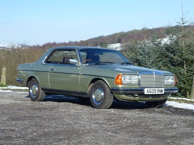 Lot 2 - 1983 Mercedes-Benz 230 CE