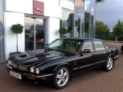 Lot 77-1999 Jaguar XJR 4.0
