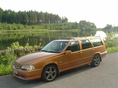 Lot 21 - 1998 Volvo V70 R