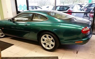 Lot 106-1997 Jaguar XK8 Coupe