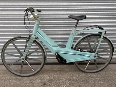 Lot 10 - Itera Plastic Bicycle