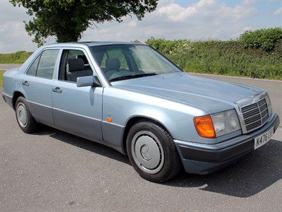 Lot 30-1993 Mercedes-Benz 200 E