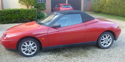 Lot 32-1998 Alfa Romeo Spider 2.0