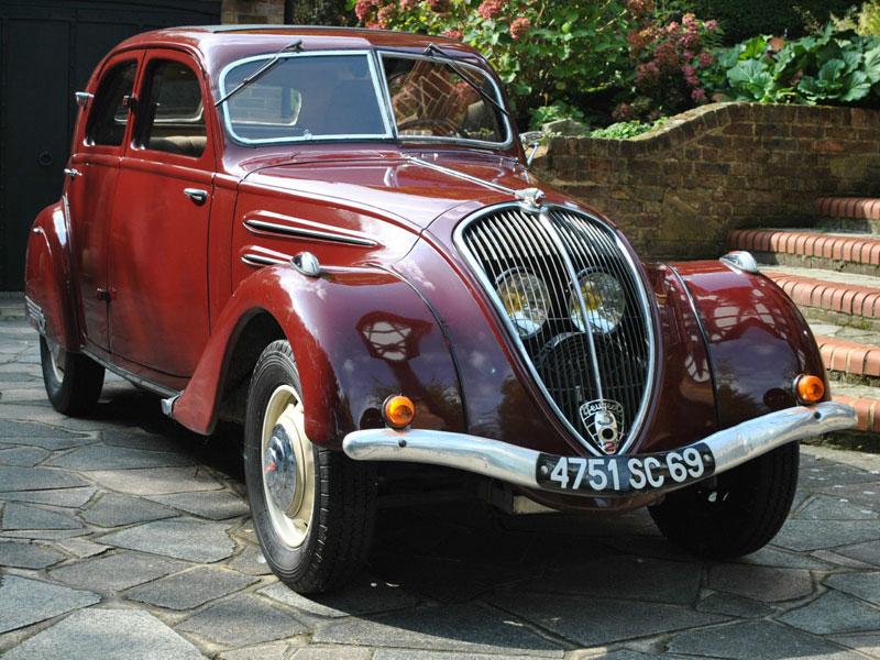 Lot 18-1937 Peugeot 302 Berline