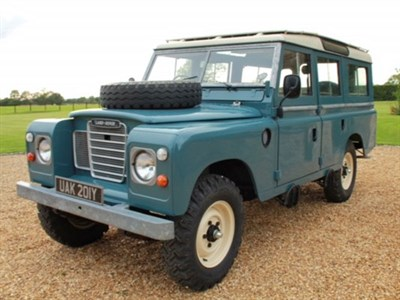Lot 69-1983 Land Rover 109 De Luxe 'Safari'