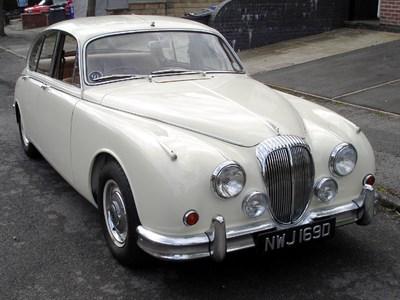 Lot 39-1966 Daimler V8-250