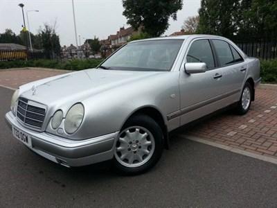 Lot 8-1999 Mercedes-Benz E 240 Elegance