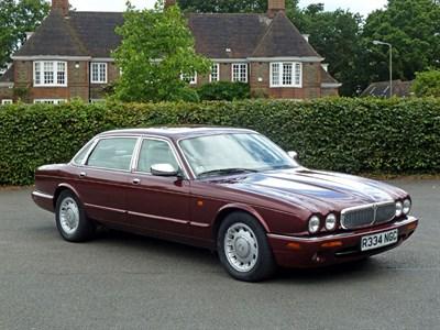 Lot 10 - 1997 Daimler V8 4.0 LWB