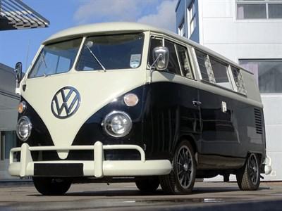 Lot 69-1967 Volkswagen Kombi EZ Camper Van