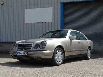 Lot 5-1998 Mercedes-Benz E 300 Elegance