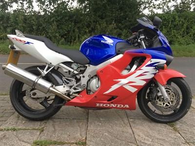 Lot 3-2000 Honda CBR600F