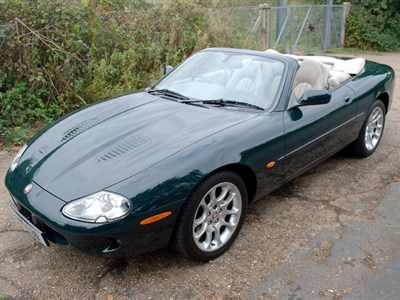 Lot 20 - 2000 Jaguar XKR Convertible