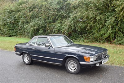 Lot 19-1982 Mercedes-Benz 280 SL