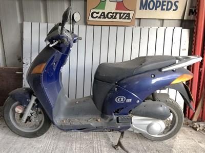 Lot 11-2000 Honda NES 125
