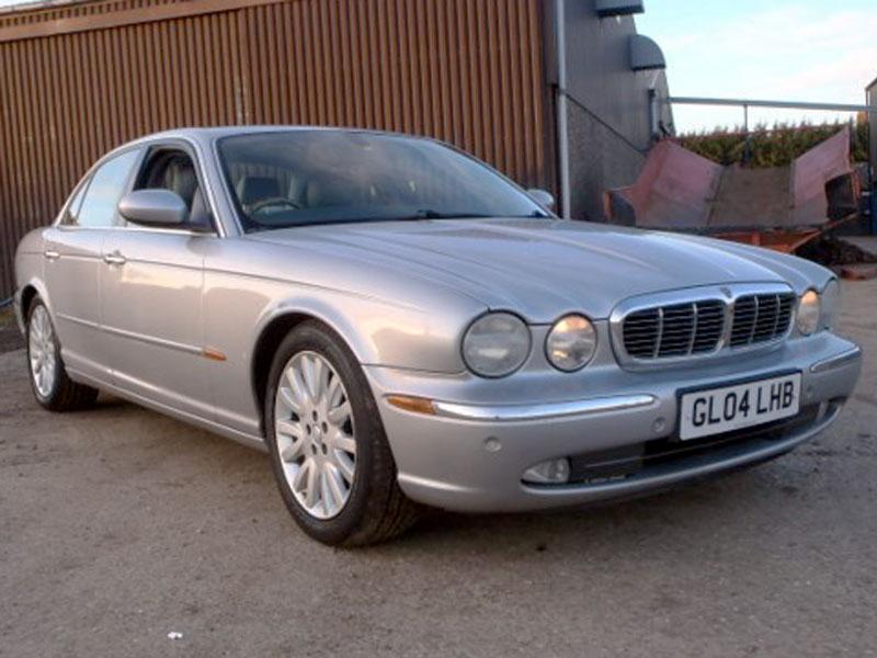 Lot 22 - 2004 Jaguar XJ6 3.0 V6 SE