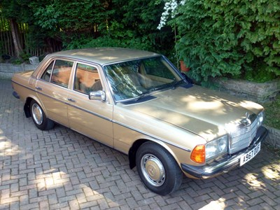 Lot 136-1984 Mercedes-Benz 200 Saloon