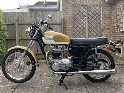 Lot 167 - 1972 Triumph T120R Bonneville