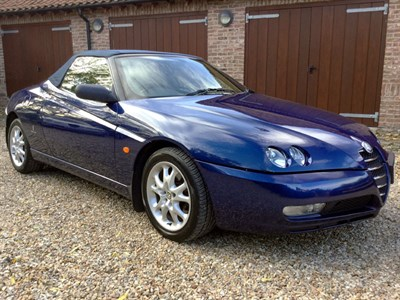 Lot 30-2004 Alfa Romeo Spider 2.0 JTS Lusso
