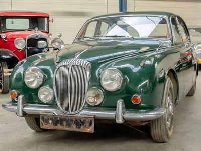 Lot 54-1969 Daimler V8-250