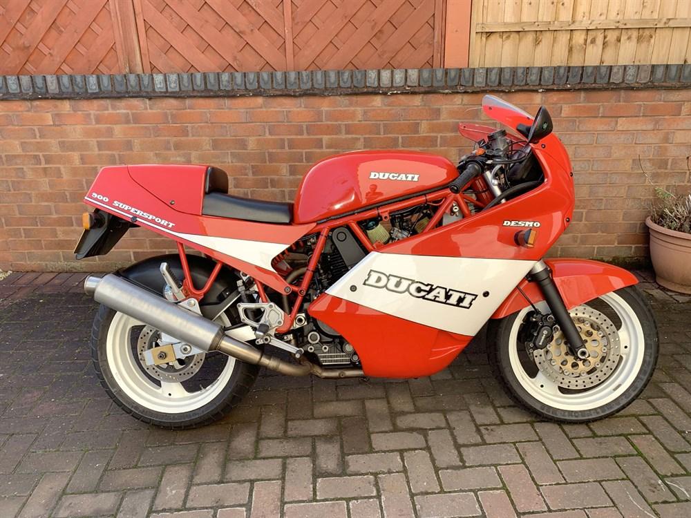 Lot 13-1990 Ducati 900 SS