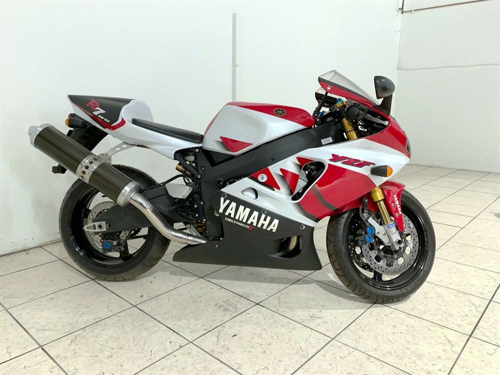 Lot 92-1999 Yamaha YZF-R7