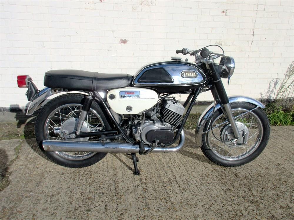Lot 21 - 1967 Yamaha R1